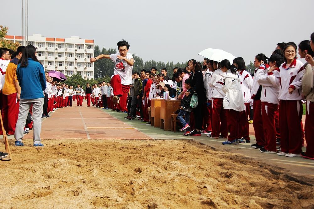 张校长在徐州一中第35届秋季运动会上致开幕词 - 安义名师工作室 - 思想政治课认同教育研究